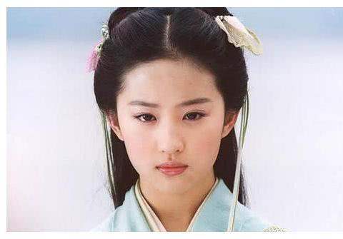 《仙剑1》拍摄年纪,刘亦菲18岁,胡歌23岁,看到安以轩:逗我呢