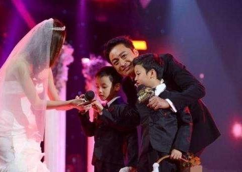58岁马景涛与小21岁妻子离婚,经历了八段感情两次离婚堪称情圣