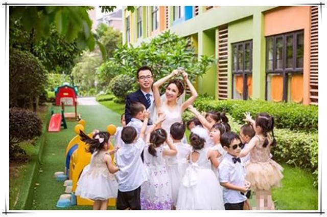 幼儿园班主任结婚,邀请所有小朋友参加,家长:这是想收彩礼钱?