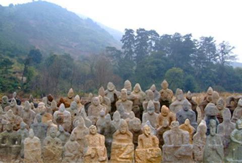 湖南一封禁700年的深山,发现万尊怪异的鬼崽石像,来源至今成谜