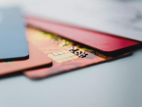 上市不到两年,51信用卡股价已跌到只剩零头!