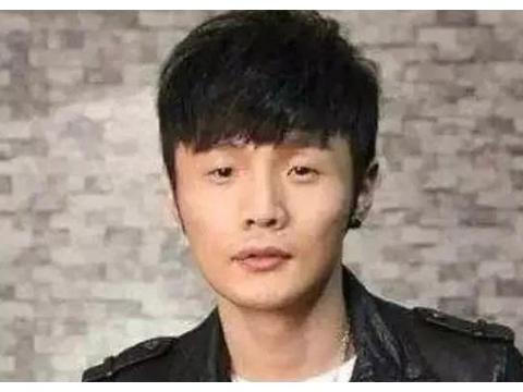 李荣浩自称小时候眼睛很大,本以为在胡扯,看到旧照真的信了