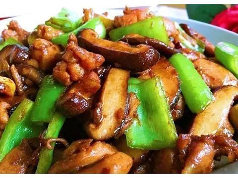美食推荐:香菇板栗鸡块,南瓜蒸百合,爆炒鱿鱼,黄瓜炒木耳做法