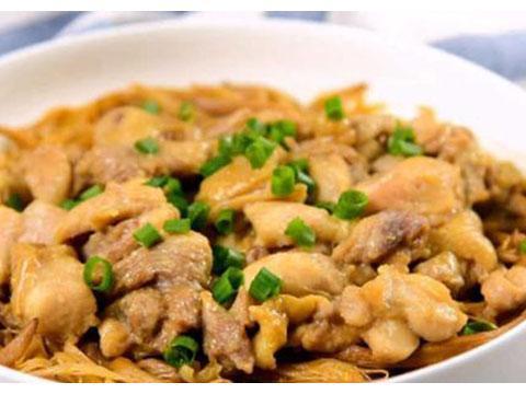 美食推荐:黄花菜蒸鸡,椒炒鲜菇,皮蛋虾仁煮腐竹,拌银耳干贝