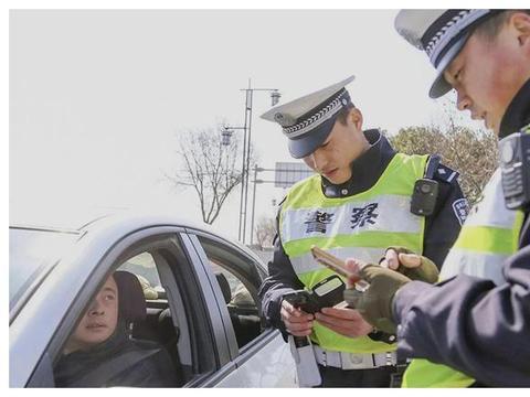 交警:春节期间严查车上这4样东西,一旦发现,扣分加罚款!