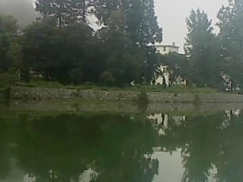 村子那头,有着清澈的小溪,醉美的风景