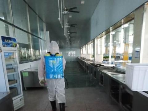 柴桑区一中组织实施校园防疫消毒工作