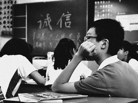 高考时间决定延期延期一个月。