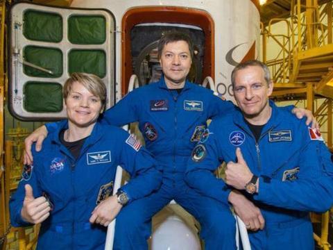 人类能否在外太空生孩子?美日进行太空交配试验,结果如何