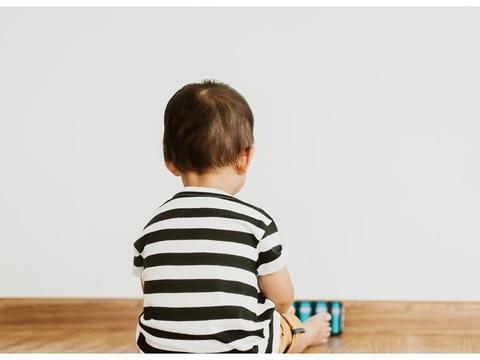 宝宝少表现情绪?不看爸妈、少分享,4点观察孩子是否有自闭倾向