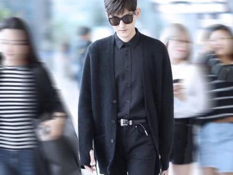 张翰的街拍照,身材好的没话说,难怪穿什么都那么帅,你觉得呢?