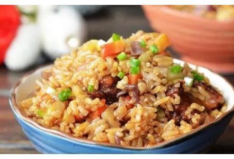 美食严选:红烧肉焖饭,冬瓜丸子汤,土豆烧茄子,青椒炒鱼块做法