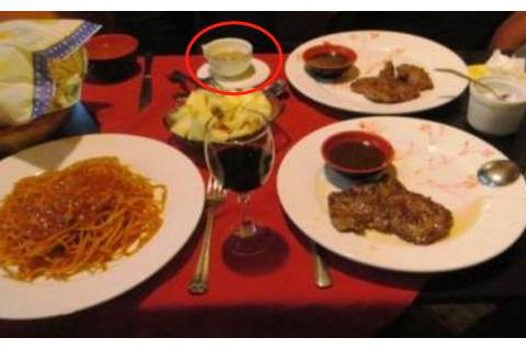 西餐厅吃海鲜柠檬水有啥用?看到外国人动作后,网友:瞬间没胃口