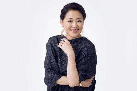 """她曾是""""央视一姐"""",和陈凯歌同居6年,今61岁嫁给了他?"""