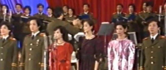 """堪称""""大型认人现场"""",34年前14位歌唱家现场大联唱,你认出了几位?"""