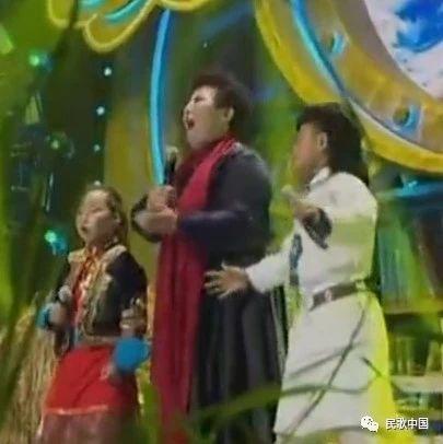 醉人的歌声!女中音歌唱家德德玛带两小宝宝演绎《呼伦贝尔大草原》