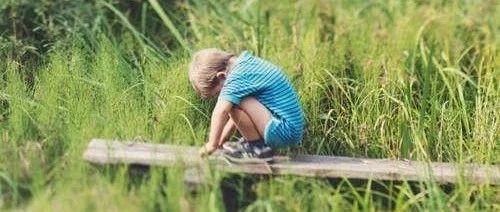 《少年说》学霸男孩天台哭诉:父母爱比较,孩子究竟有多煎熬?