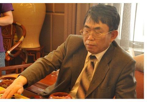 67岁棋圣聂卫平现状:45岁妻子依旧美丽,儿孙定居日本不随他姓。