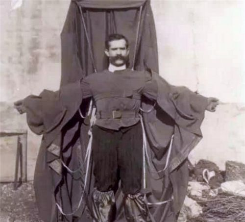 他是第一个从埃菲尔铁塔往下跳的人,穿着自制飞行衣,结局如何?