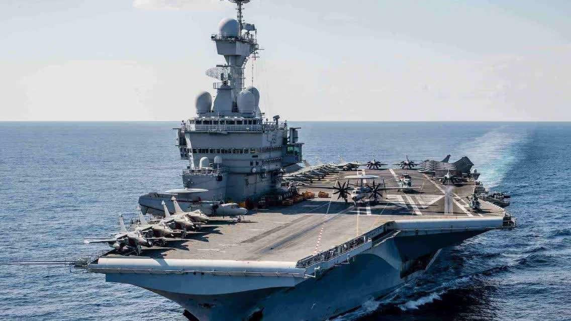 核航母接近俄军基地,俄海军三艘战舰出击,发射巡航导弹将其逼退