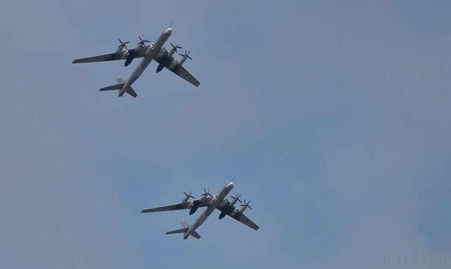 俄图-95战略轰炸机逼近日本:警告一万次,不及派战略轰炸机去