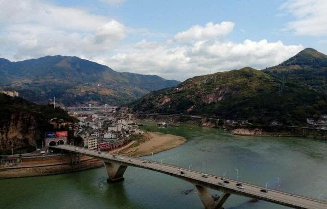 中国最有钱的县城,生活着世界各地的海外华侨,县城建得像欧洲