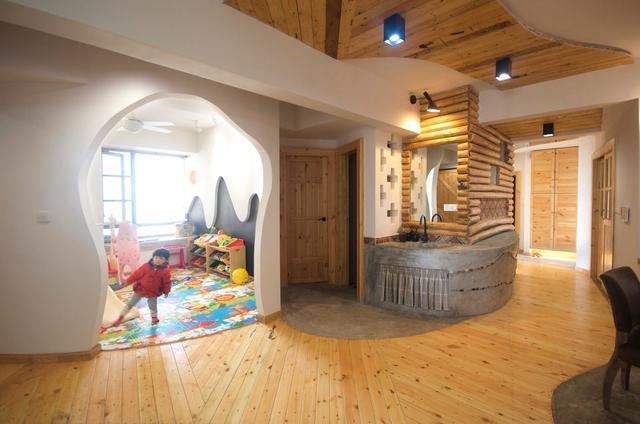 这套107平的家太有趣了,客厅种树,沙发水泥砌,你见过吗?