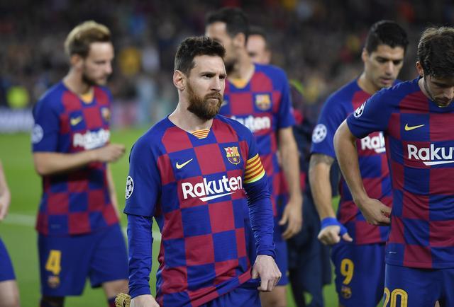 因首回合开球时间延误,欧足联向巴萨和那不勒斯开出罚单