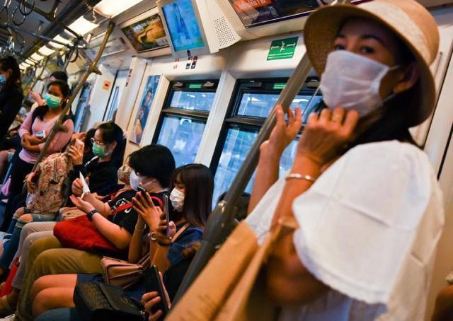 泰国男子出国旅行,在回家火车上突然倒地身亡,尸检证实感染新冠