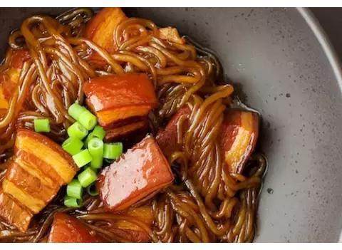 拿手菜:青瓜炒肉片,猪肉炖粉条,苦瓜烧排骨,辣椒炒肉丁