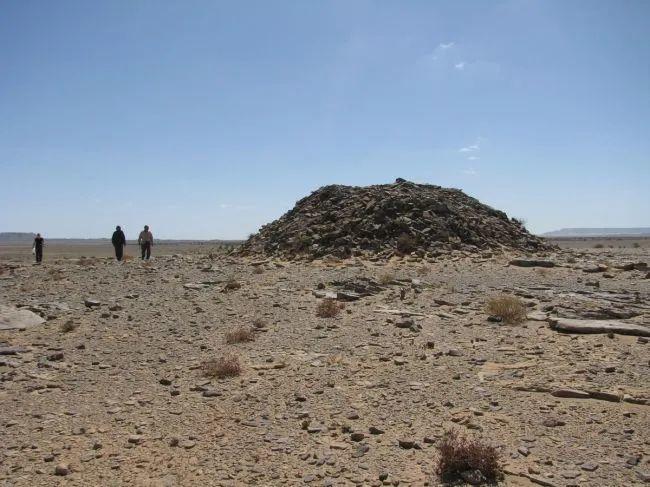 门状,直线状,阵列状,大量石结构现撒哈拉沙漠,有数千年历史