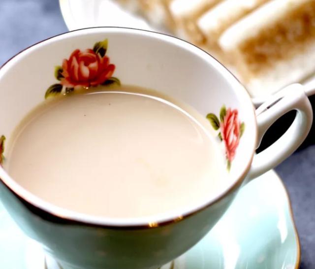 下午茶怎么做?大叔家的焦糖奶茶,香气扑鼻,简单易做,家人爱喝