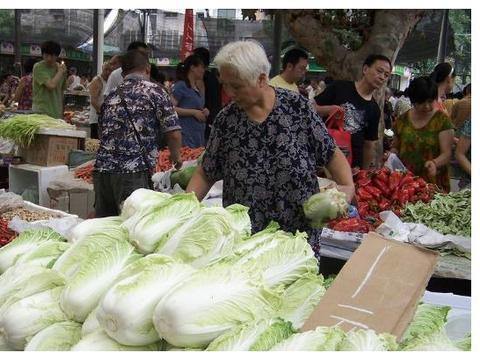 """菜市场""""最脏""""的四种菜,卖菜大婶:我没敢吃,顾客却抢着买"""