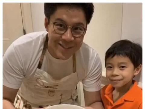 霍启刚带7岁儿子下厨,豪宅厨房内景首曝光,不愧是最接地气豪门