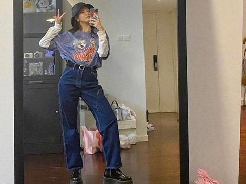 """宋妍霏晒私服照,穿""""猫和老鼠""""T恤配牛仔裤,秀长腿抢镜十足"""