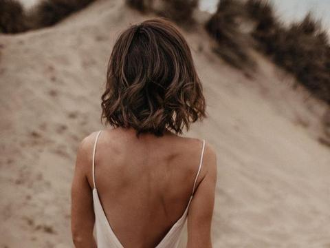 没有吊带的夏日是不完整的,单穿一件也很美,清凉度夏就靠它
