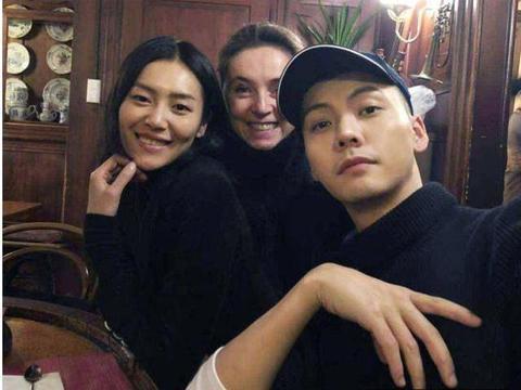 刘雯与陈伟霆被曝恋情,女方出面否认,网友:无风不起浪!