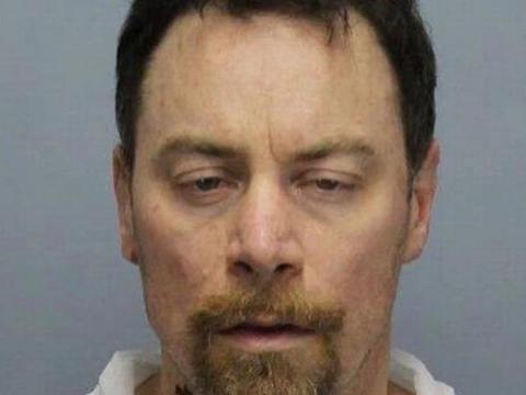 美国男子打死妻子,抛尸在床任其腐烂,自己淡然与其同睡一周