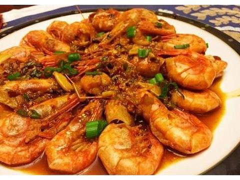 红烧大虾的版本很多,这个版本只要调好一碗汁,美味鲜香
