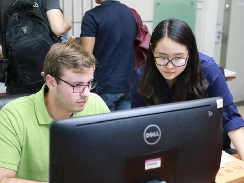 每年超千名清华学生出国留学,为何80%不愿回国?真相很无奈