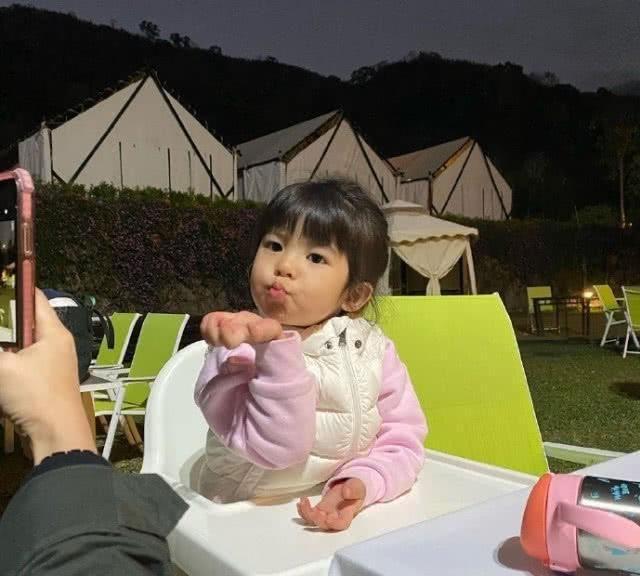 贾静雯晒咘咘作业,不仅曝光妈妈真实年龄还透露波妞爱哭