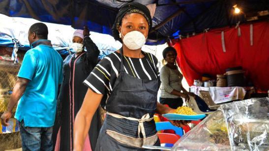 尼日利亚实行封锁后物价上涨,买不起食物的人街头大喊我们饿了