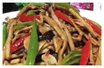 菜谱:牛肉土豆青椒,红烧冬瓜杏鲍菇,五花肉烧茶树菇,蚝油田鸡