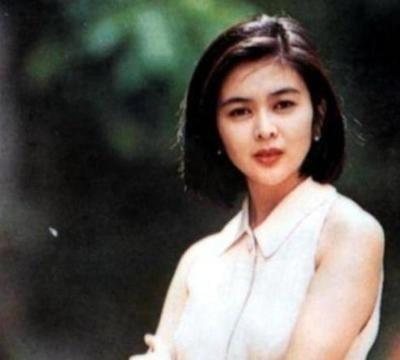 王祖贤隐居加拿大,关之琳11年未演戏,两人是靠啥维持生活
