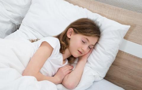 为什么孩子失眠多梦睡眠差?大多是这5个原因!家长最好看看