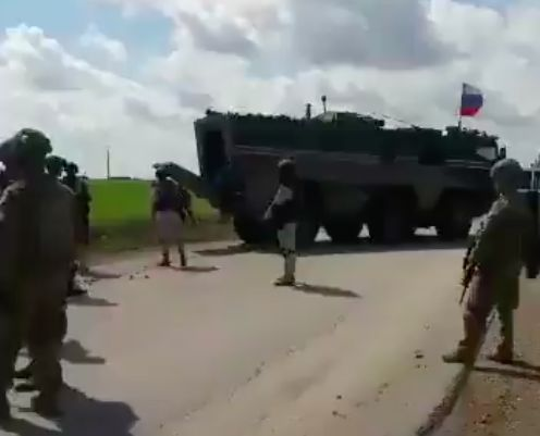 美俄在叙利亚爆发冲突!两国军队激烈争夺大油田,俄军这次吃大亏