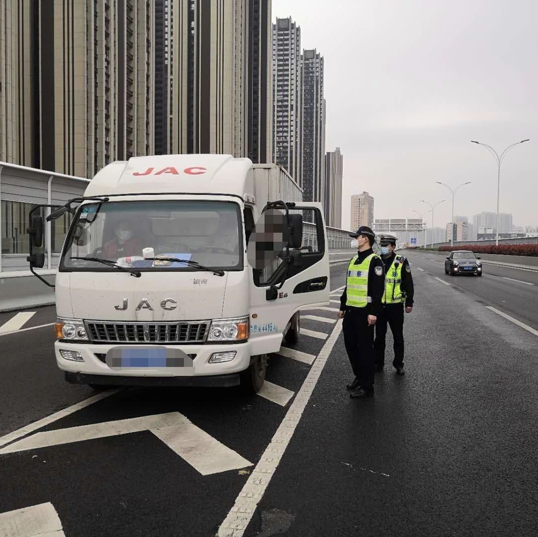 @武汉车主:这些路段严禁电动自行车、大客车、货车通行