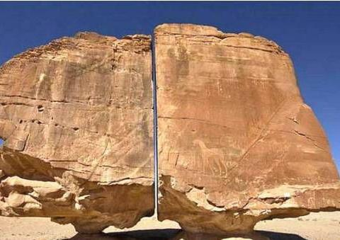 世界上最奇怪的巨石,精准的被切成两半,至今仍未找到原因