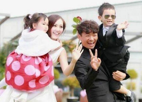 王宝强自从离婚后,一双儿女过得如何?生活照片差距太大