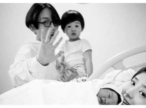 林宥嘉与邓紫棋分手后,和老婆丁文琪三年造两娃拼命赚奶粉钱养娃
